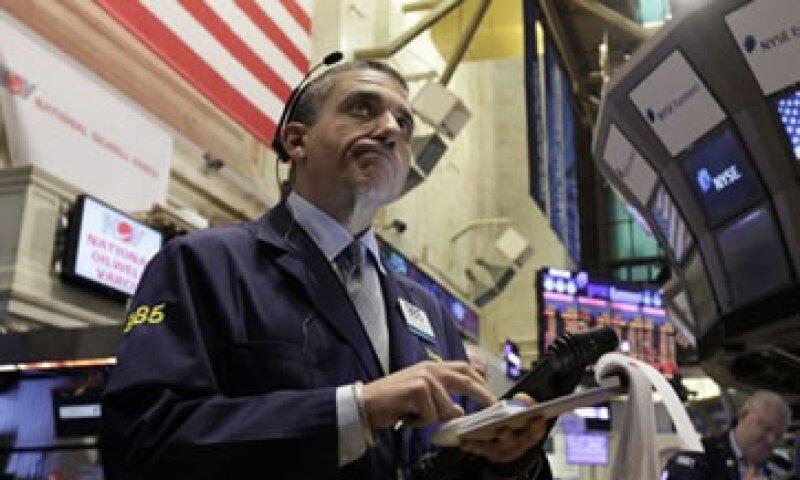 Wall Street cayó más de 2% en la apertura de la sesión. (Foto: AP)