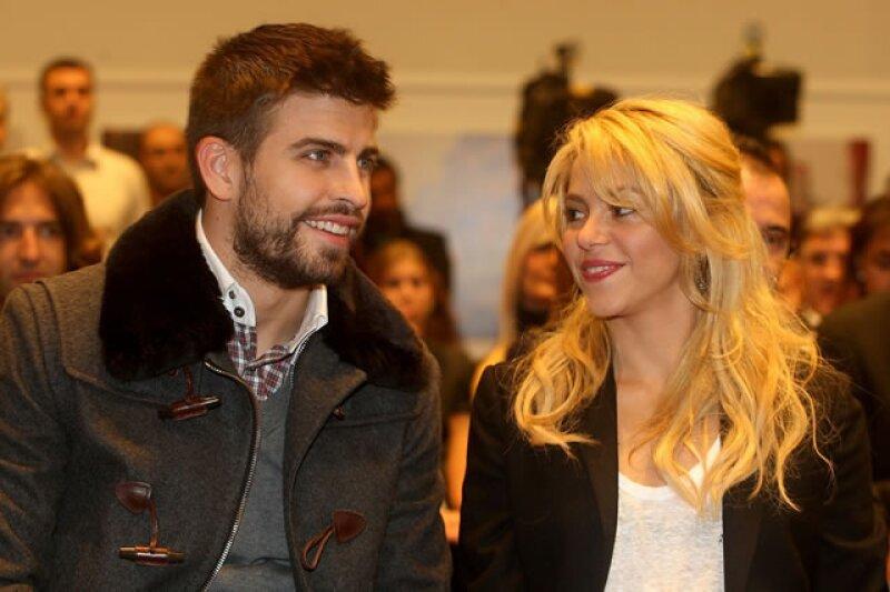 Shakira y su novio Gerard Pique en la presentación del libro del papá de Gerard Joan Piqué en Barcelona, España.
