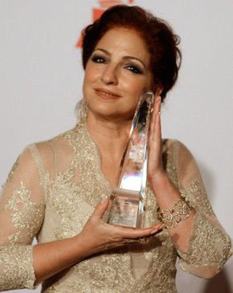 La artista cubana es la primera mujer en recibir el título Persona del Año de la Academia Latina de la Grabación.