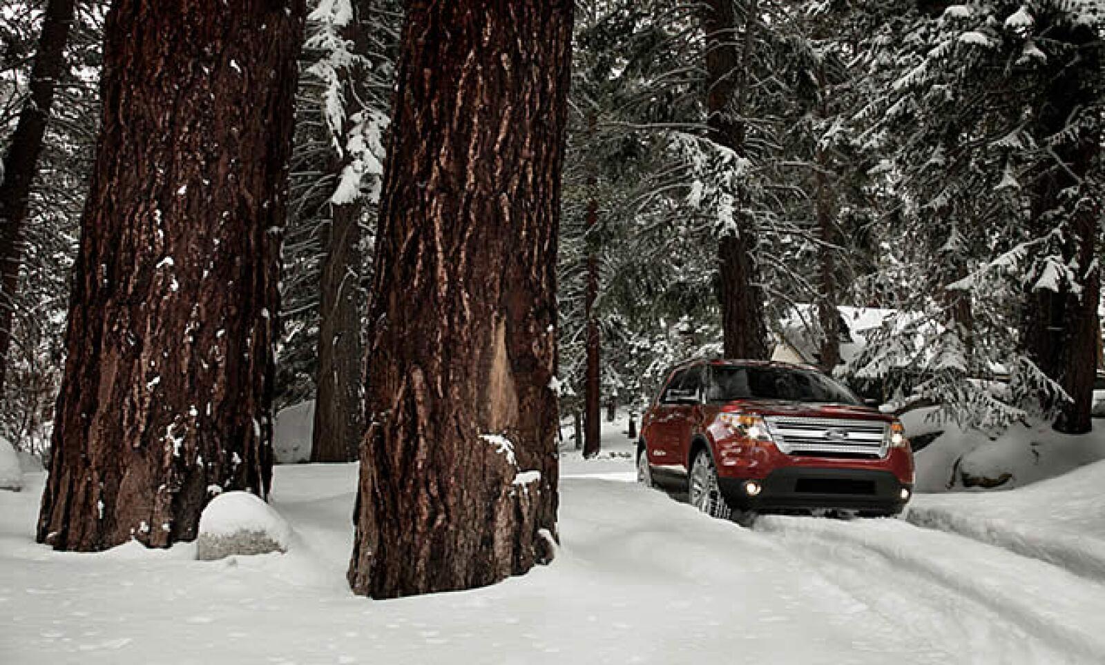 Un conductor sólo necesita girar la perilla montada en la consola a la configuración apropiada entre modos de nieve, arena, lodo y normal.