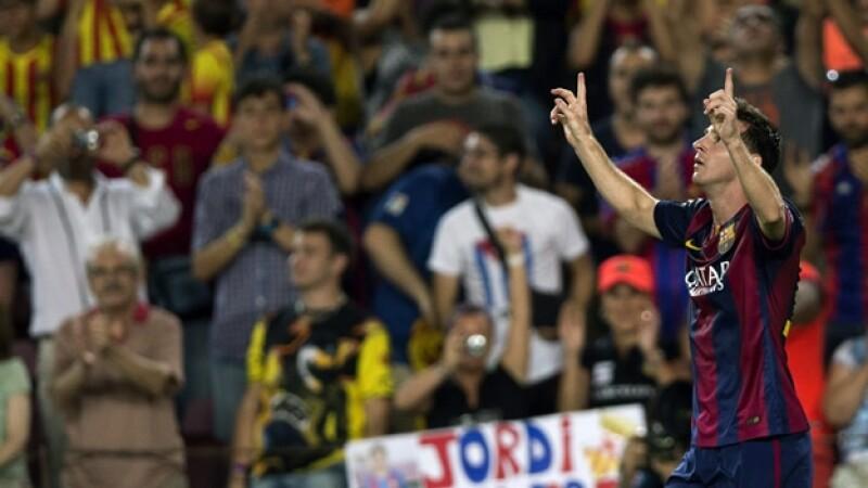 Lionel Messi volvió con su magia para darle el primer triunfo de la temporada a un Barcelona que jugó con 10 hombres ante Elche