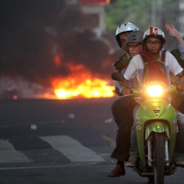 Tailandia protestas periodistas huyen