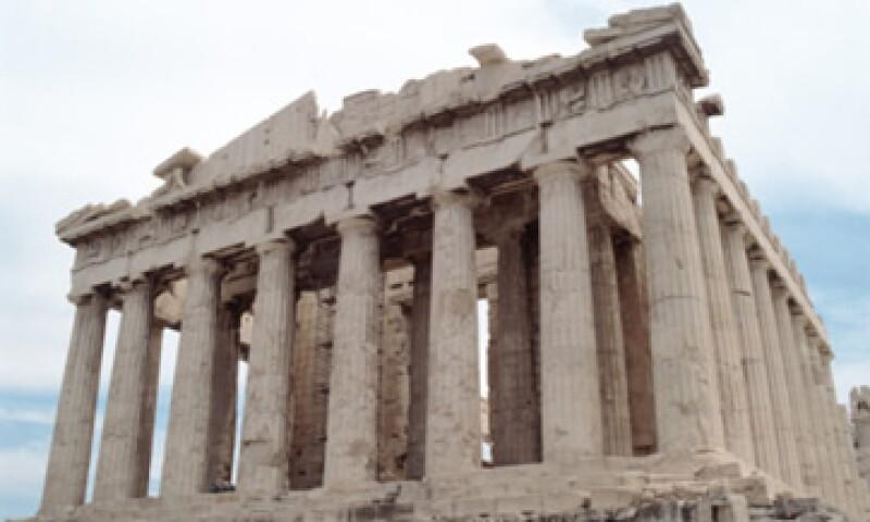 Grecia aún no termina las negociaciones con el sector privado para que la banca acepte perder hasta 70% del valor de los bonos.  (Foto: Thinkstock)