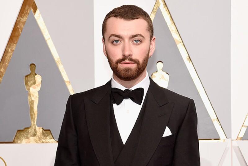 El cantante abandonó su cuenta de Twitter después de autonombrarse como el primer gay declarado en ganar un Oscar.