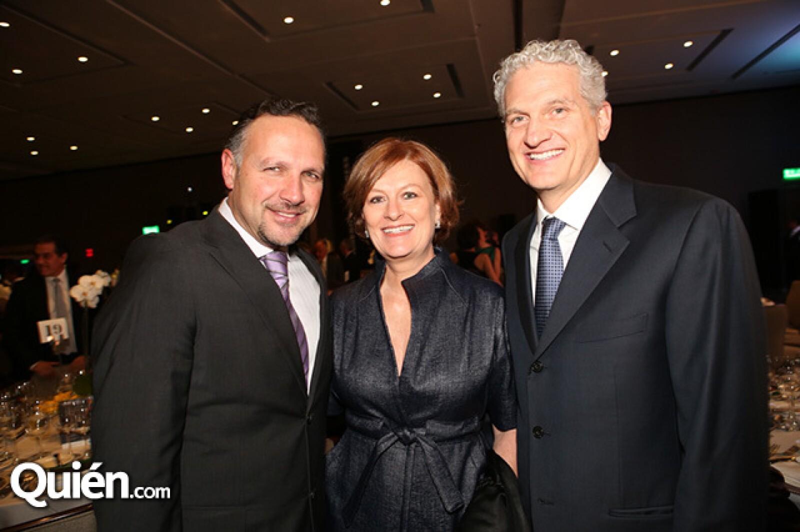 Guillermo Zapata,Lisa y Richard Hojel