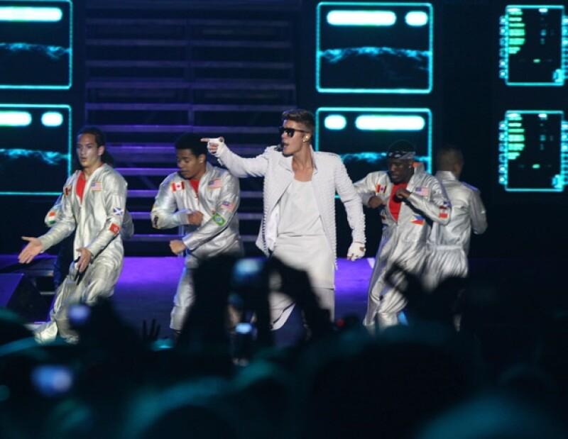 Debido a un problema estomacal, el cantante decidió cancelar su presentación a 45 minutos de haber iniciado.