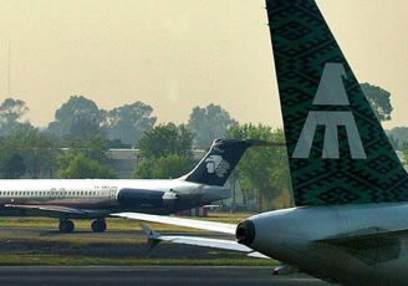 Las aerolíneas Mexicana y Aeroméxico mantendrán las operaciones regulares de sus vuelos hacia Canadá. (Foto: AP)
