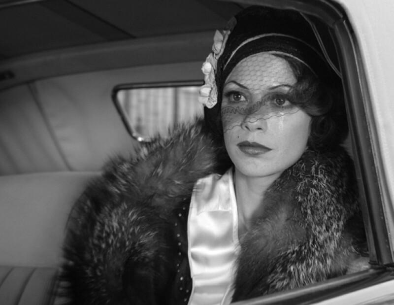 Los detalles de red dotan al look de la actriz con dramátismo.