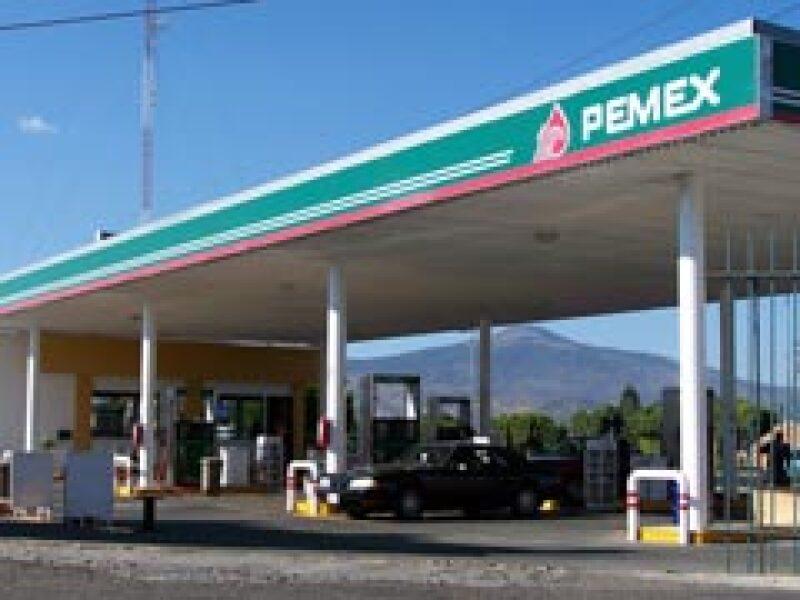 Pemex busca reducir hasta en 40% la importación de gasolinas. (Foto: Archivo)
