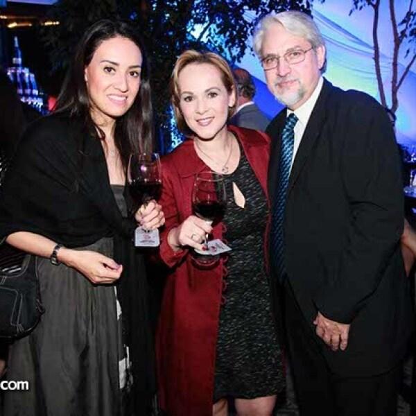 Claudia Juárez,Georgina Estrada y Eduardo Massa