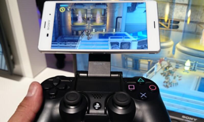 El Xperia Z3 usa la función  la función Remote Play para transmitir contenido de la consola de videojuegos. (Foto: Carlos Fernández de Lara)