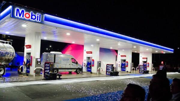 Exxon Mobil abre en MÈxico gasolinera con combustible importado de EE.UU.