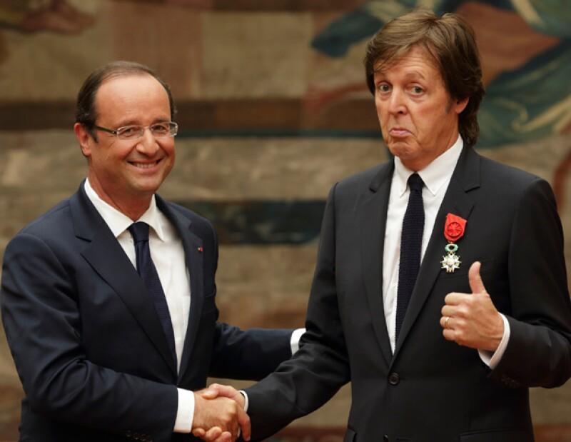 La cantante estadounidense Barbra Streisand y la actriz Liza Minnelli también recibieron la orden del entonces presidente Nicolas Sarkozy.