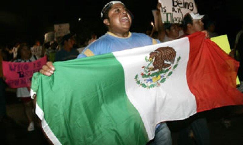 El número de mexicanos en Estados Unidos ha ido a la baja, según el Centro Pew. (Foto: AP)