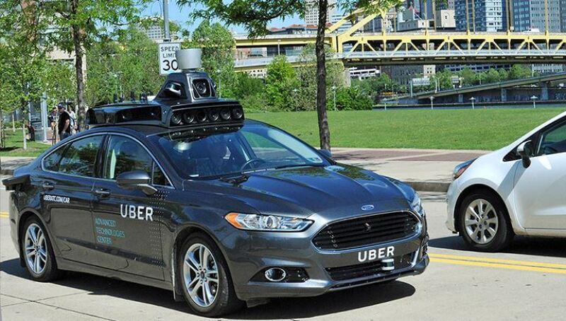 Uber no es el primero en querer hacer de los vehículos autónomos una realidad y ahora competirá con Google, Apple y GM.