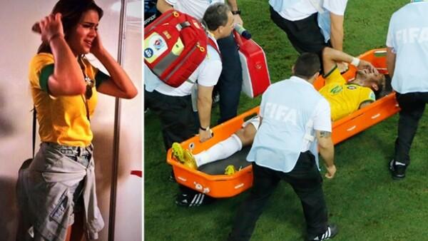 Bruna Marquezine, novia del jugador de Brasil no pudo contener el llanto al momento de acompañarlo hacia el hospital, tras recibir el golpe que lo dejó fuera de la contienda.