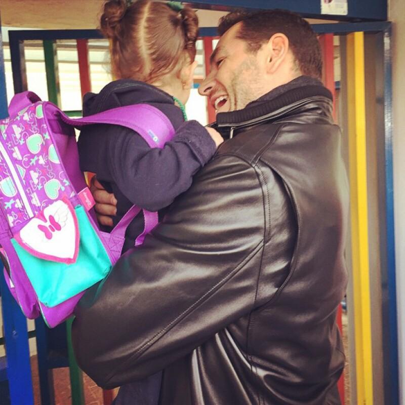 La conductora publicó una tierna imagen de Martín Fuentes y su hija mayor momentos antes de dejarla en la escuela.