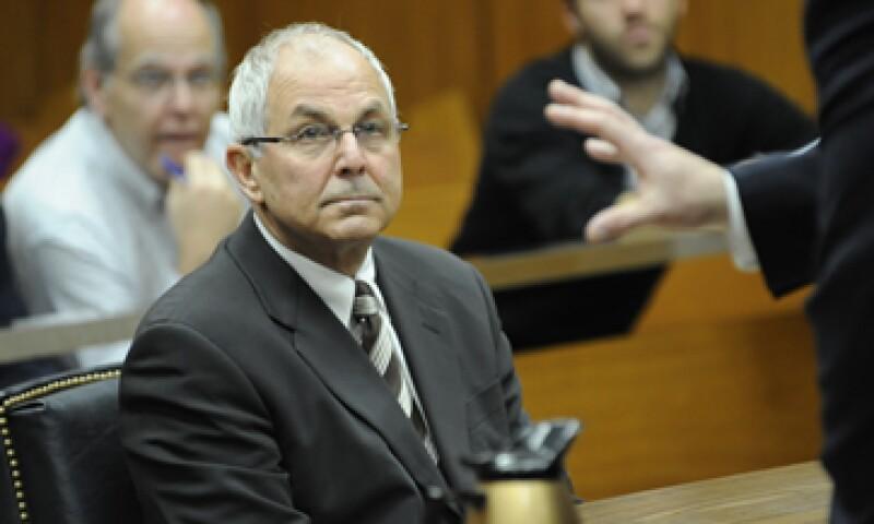 Peter Madoff recibirá su sentencia el 4 de octubre, aunque previamente acordó con las autoridades judiciales aceptar una condena de 10 años en prisión. (Foto: AP)