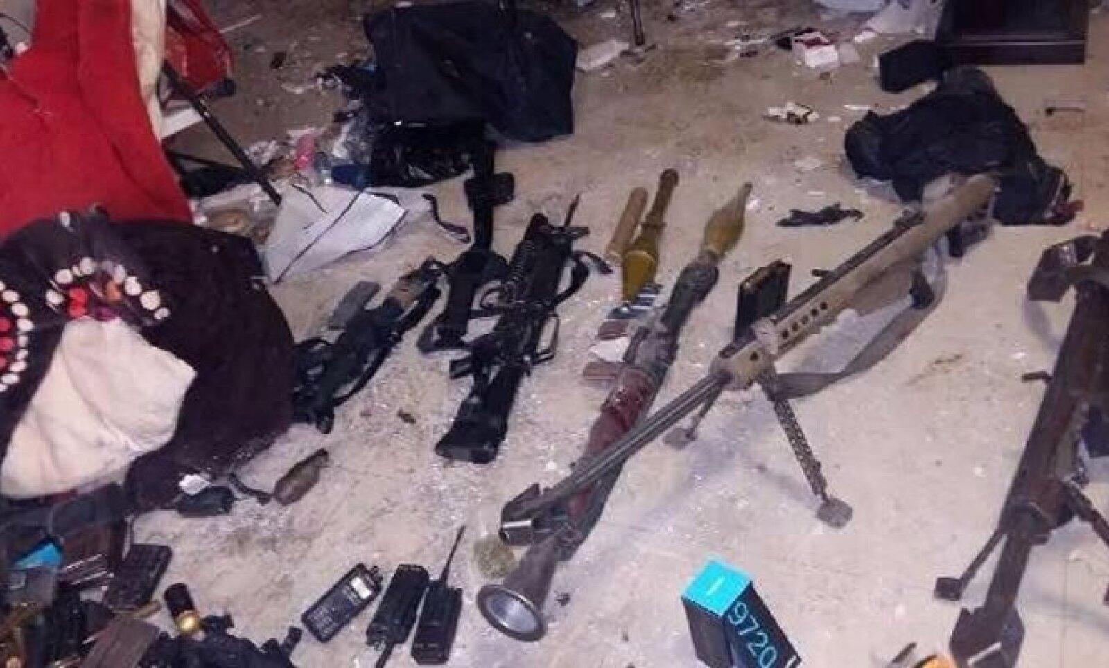 En el operativo también fueron confiscados dos vehículos blindados, armas de fuego y un lanzacohetes, detalló la dependencia en un comunicado emitido el viernes.