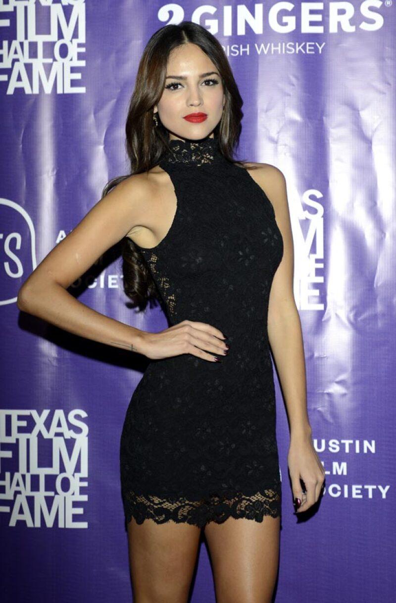 La actriz se enorgullece de no perder la confianza en su atractivo físico al compararse con algunas de las modelos más cotizadas del mundo.