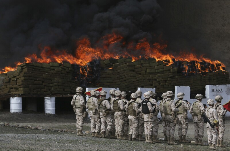 Ante la presencia de autoridades federales y estatales, fueron incineradas 19 toneladas de diversas drogas en una ceremonia realizada en el Cuartel Militar del Aguaje de la Tuna.