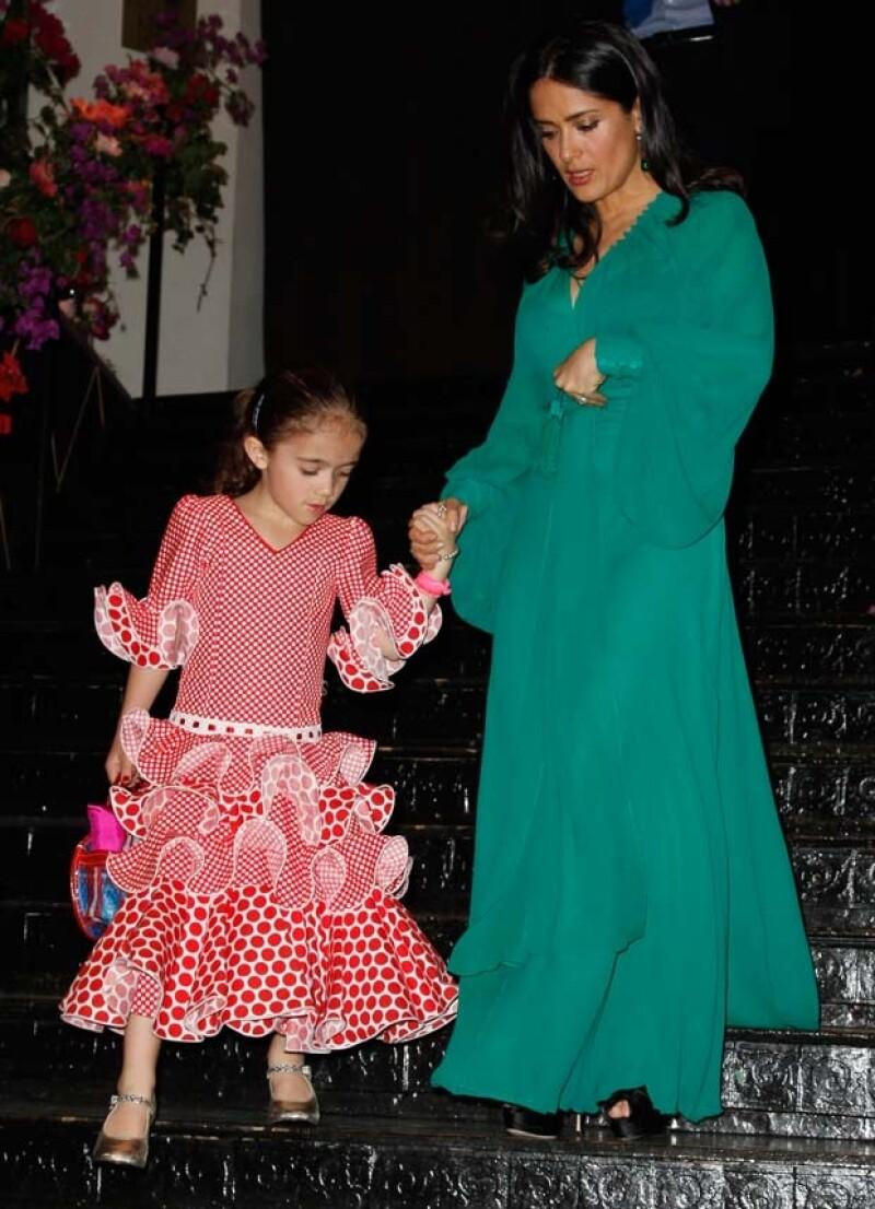Ayer las mujeres Pinault Hayek y Diana Jiménez, madre de Salma, acudieron a la Gala Les P´tits Cracks en el restaurante Pavillon, donde Valentina lució un atuendo español.