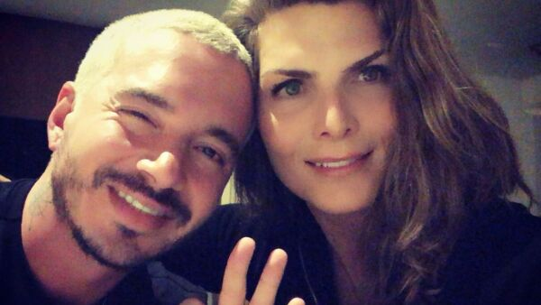 J Balvin y Montserrat Oliver