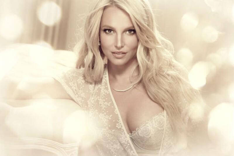 En la foto es evidente el exceso de retoque digital en el rostro de Britney.