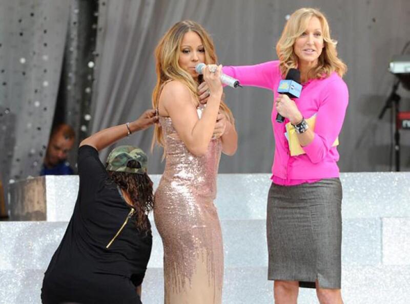 Mariah Carey tuvo que aguantar la falla de vestuario y continuar con el programa.