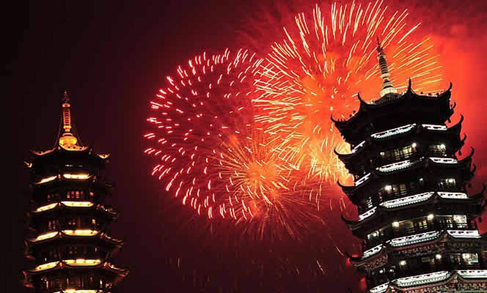 El cielo de Beijing, China, se iluminó así el jueves para la celebración de 6 décadas de la fundación de la República Popular de China.