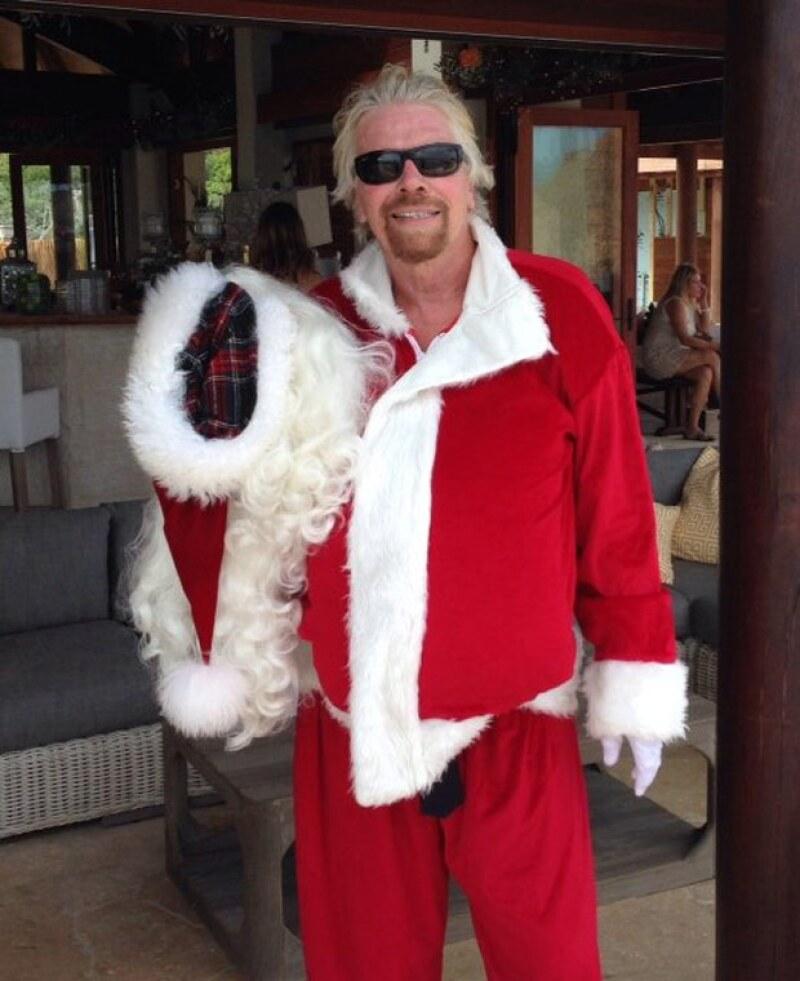 El emprendedor Richard Branson también compartió fotos de cómo se disfraza en Navidad en su isla.