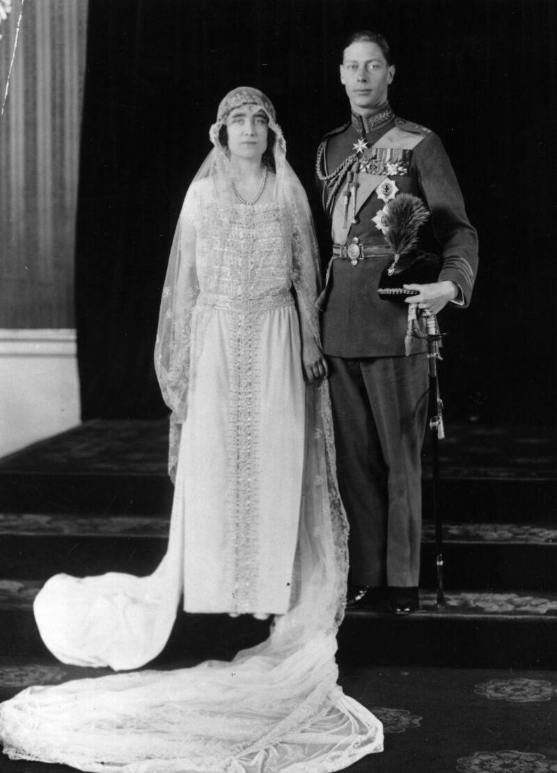 Elizabeth Bowes Lyon y el príncipe alberto (rey Jorge VI) padres de Isabel II, 1923