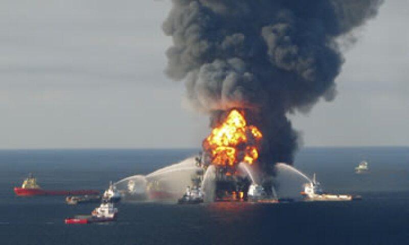 Millones de barriles de petróleo se derramaron en el Golfo de México cuando una plataforma petrolífera explotó en 2010. (Foto: Reuters)