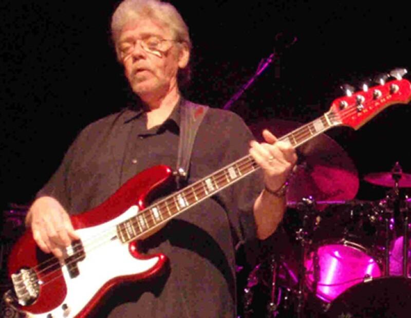Dunn se encontraba en Tokio para hacer varias presentaciones. La muerte del bajista fue anunciada en Facebook por su amigo y colega músico Steve Crooper, que participaba con él en la misma gira.