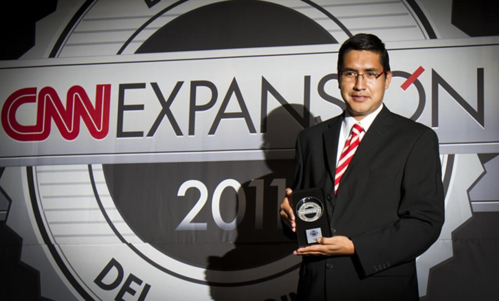 La cadena exhibidora Cinépolis fue el máximo vencedor de la noche al llevarse el galardón de 'Sitio del Año' y también el de la categoría 'Comercio'. Efrén Tapia, Gerente de medios electrónicos, recibió el premio.