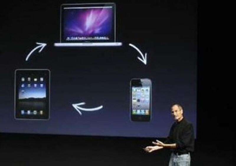 Steve Jobs, CEO de Apple, ha dicho que la empresa busca oportunidades estratégicas. (Foto: Reuters)