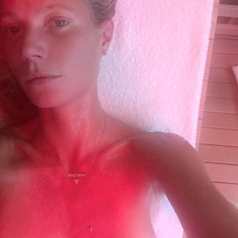 La famosa es fanática del sauna con luces infrarrojas, el cual es perfecto para quemar grasa y toxinas.