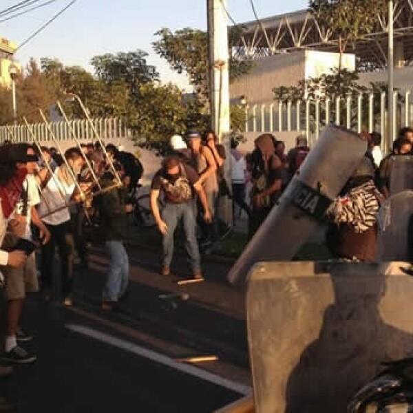 protestas en la fil guadalajara contra peña nieto