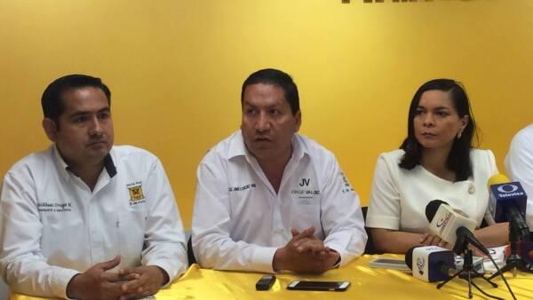 El anuncio lo hizo la secretaria general del PRD durante un evento en Tampico, donde estuvo su candidato a gobernador, Jorge Valdez (centro).