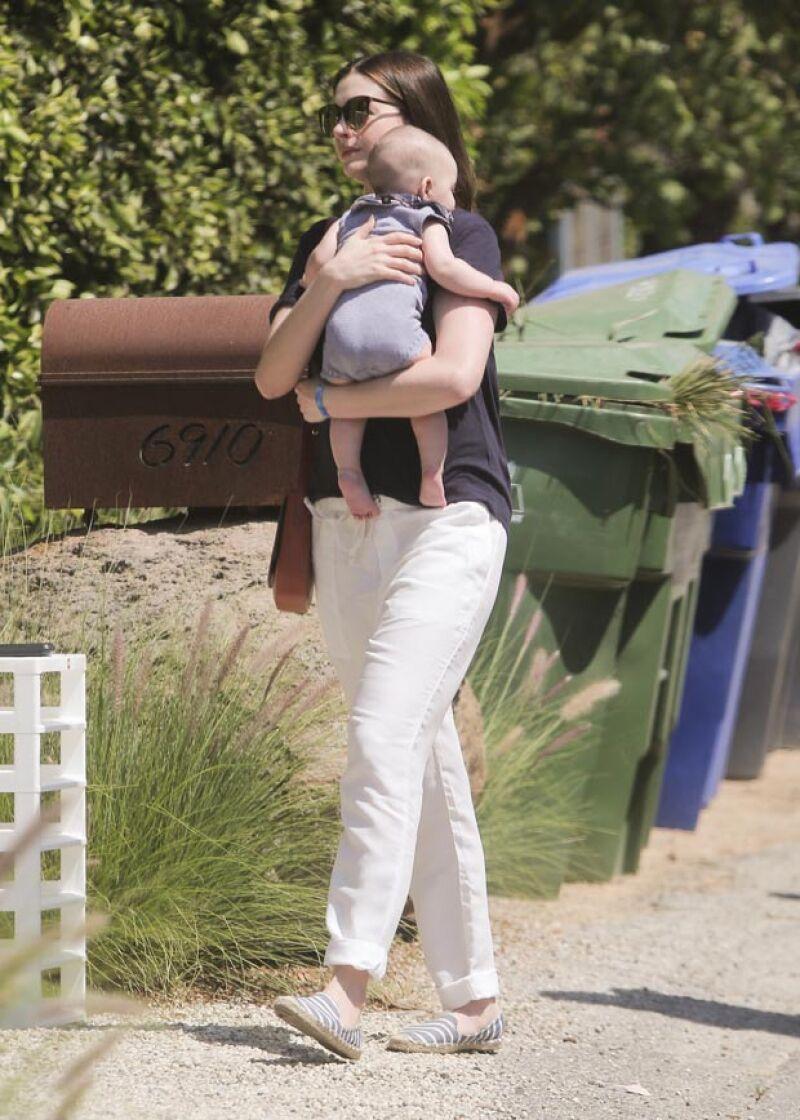 Aunque la actriz es muy celosa de su vida privada, los fotógrafos pudieron captar recientemente al pequeño Jonathan, quien está a punto de cumplir cuatro meses.
