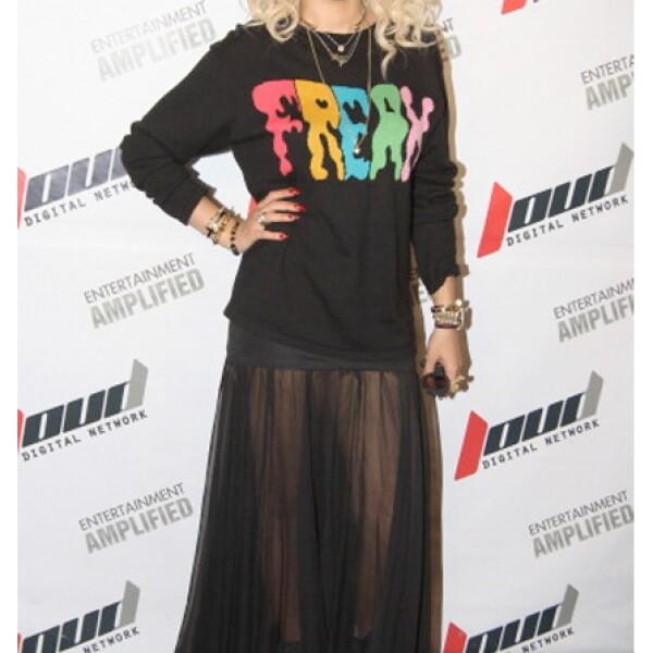Rita Ora tiene un estilo colorido y atrevido.