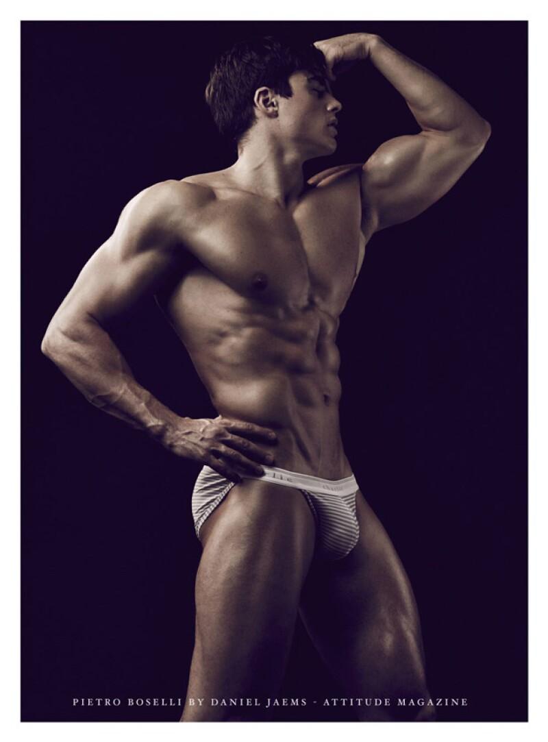 El guapo italiano de 26 años ha estado en boca de todos al descubrirse que no sólo da clases en una universidad de Londres, sino que también tiene una carrera como modelo.