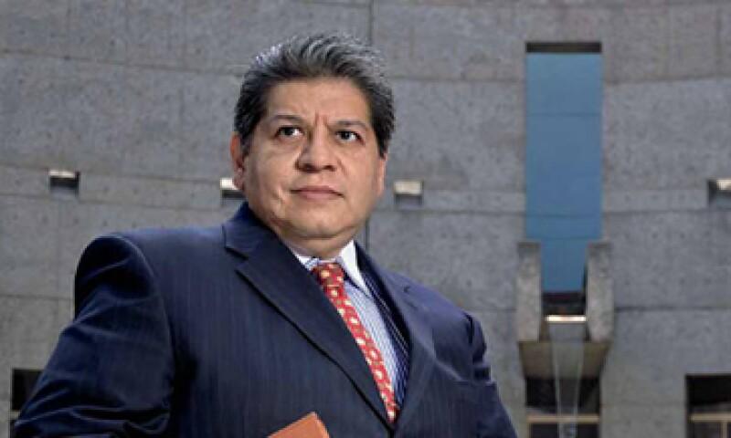 """""""Conociendo a Mexicana uno se sensibiliza y entiende la importancia que tiene una empresa con más de 90 años de existencia"""", dice el juez civil Felipe Consuelo Soto, que mantuvo con vida la aerolínea más allá del plazo máximo de 365 días que marca la"""