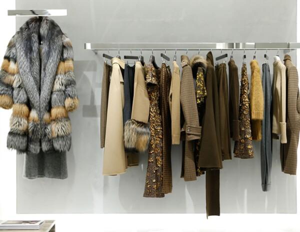 La boutique tiene departamentos para moda y accesorios de hombre y mujer de sus líneas: Michael Kors Collection y MICHAEL Michael Kors.