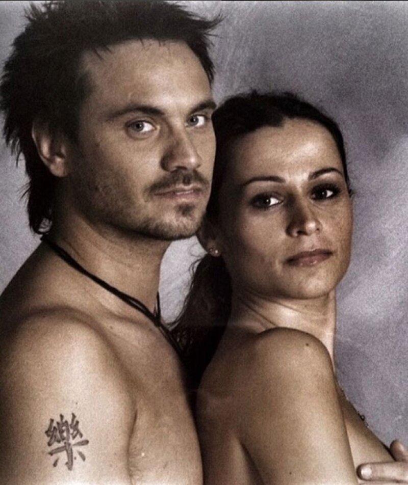 Actualmente Nek está casado con Patricia, quien fuera su asistente y que antes de conocerlo tuvo una hija llamada Martina. Así se veían 20 años atrás.