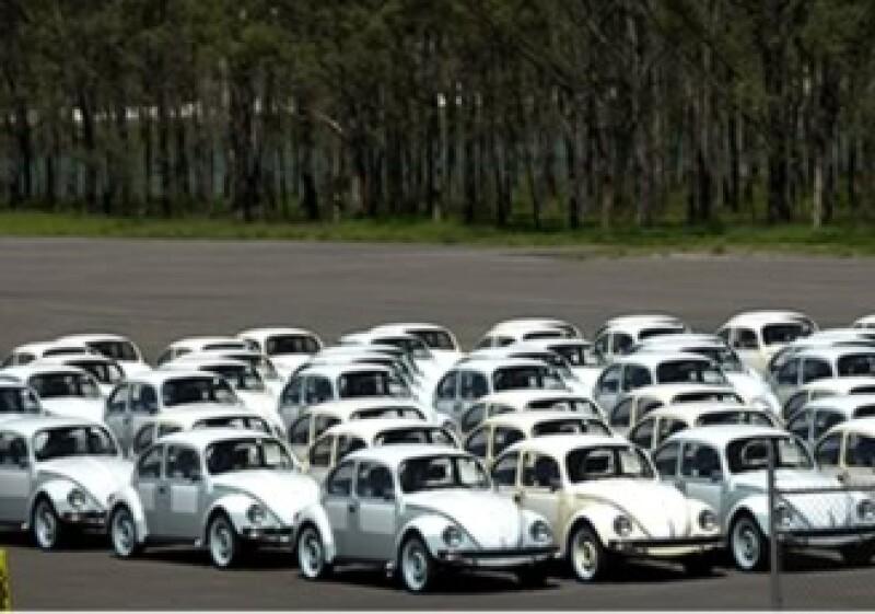 Ley antilavado expone a comerciantes de autos ante crimen (Foto: AP)