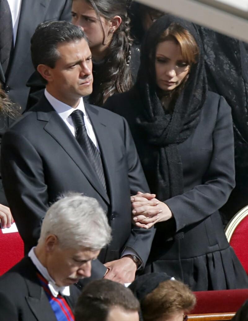 El outfit de Angélica Rivera fue tal cual indica el protocolo, de negro para las mujeres casadas. Sólo las Reinas católicas y las invitadas solteras pueden ir de blanco.