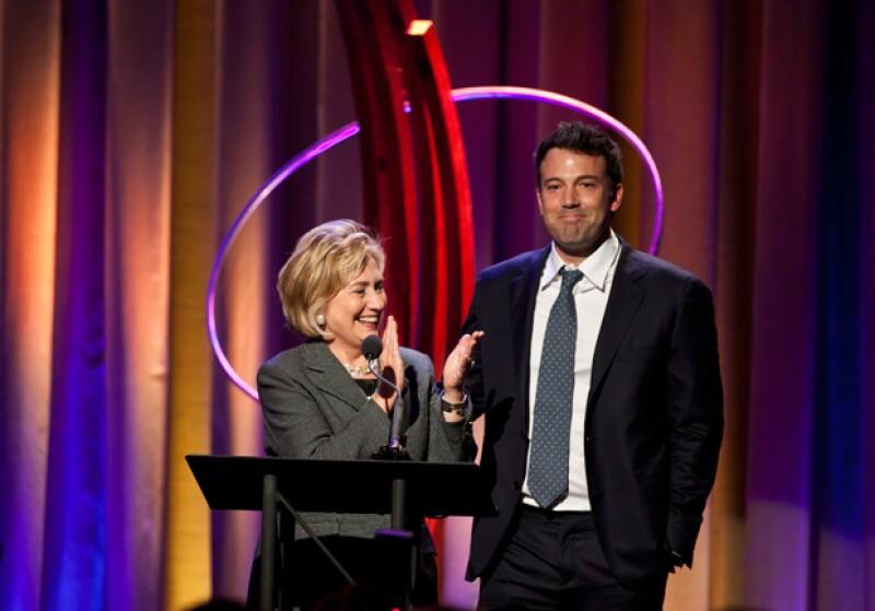 Hillary Clinton y el actor Ben Affleck en la ceremonia Clinton Global Initiative en Nueva York.