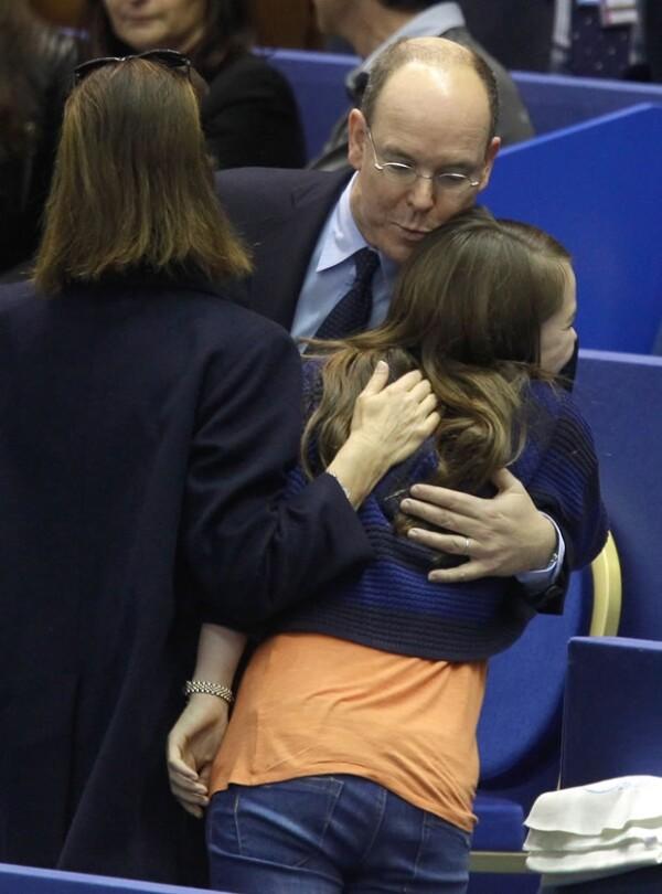 Alberto de Mónaco saludó cariñosamente a su sobrina.
