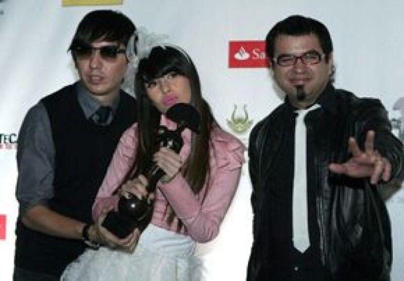 El cantante español recibió un homenaje por su trayectoria artística y el premio al Álbum del Año por Papitour, en el evento realizado anoche en Zacatecas.